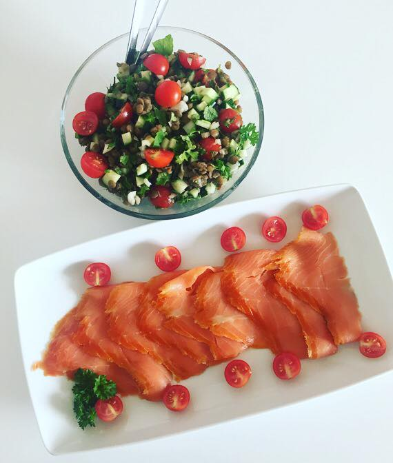 Koldrøget ørred med linsesalat